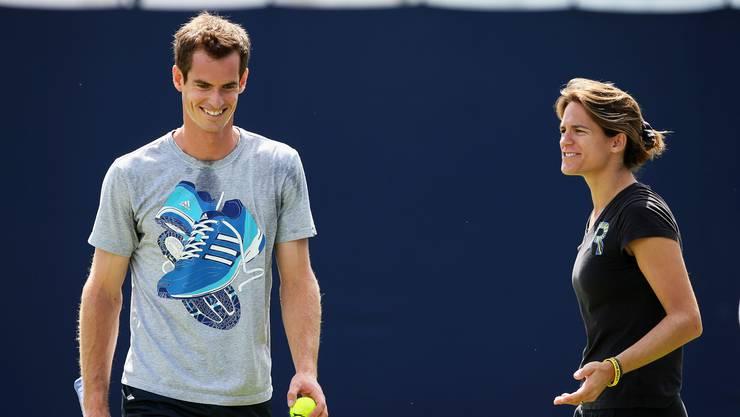 Als Andy Murray mit Amélie Mauresmo zusammenarbeitete, erreichte er zwar viele Finals, gewann aber keinen Grand-Slam-Titel. Das wurde seiner Trainerin zugeschrieben. Für Andy Murray war das verstörend: «Das hatte ich in meiner Karriere zuvor noch nie erlebt.»