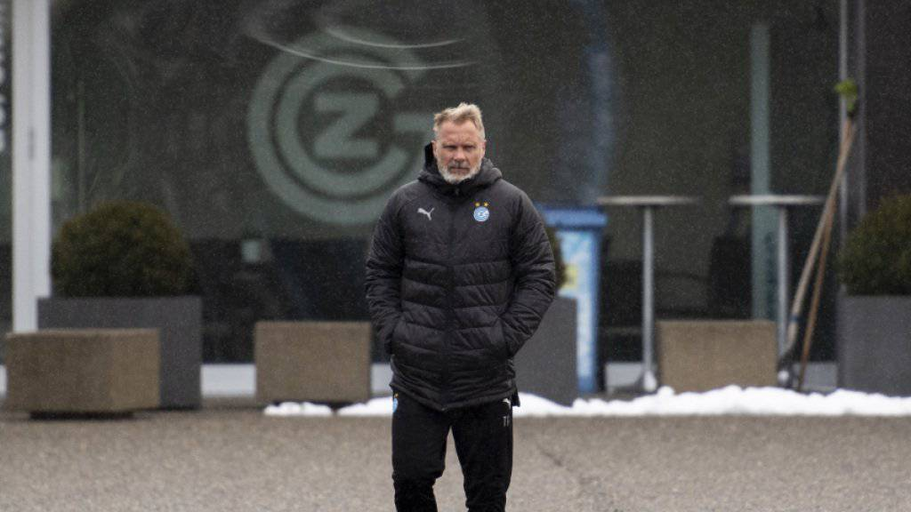 Thorsten Fink trotzt dem eisigen Wind auf dem GC-Campus