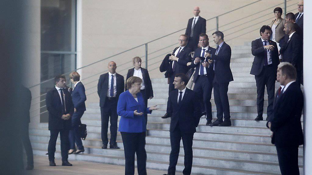 Die deutsche Kanzlerin Angela Merkel und Frankreichs Präsident Emmanuel Macron am Freitag bei einem Westbalkan-Gipfel im Kanzleramt in Berlin.