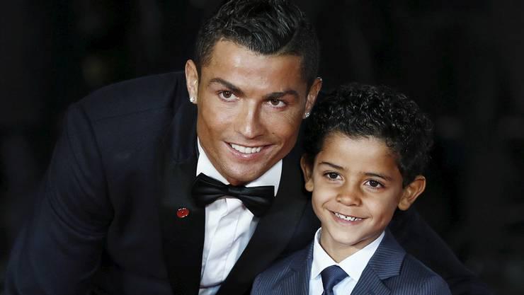 Zum Beispiel Cristiano Ronaldo: Der Fussballstar pflegt eine enge Beziehung zu seinem Sohn Cristiano Ronaldo Junior.