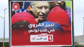Wahlplakat für Nabil Karoui - der aussichtsreiche tunesische Präsidentschaftskandidat muss jedoch im Gefängnis bleiben.