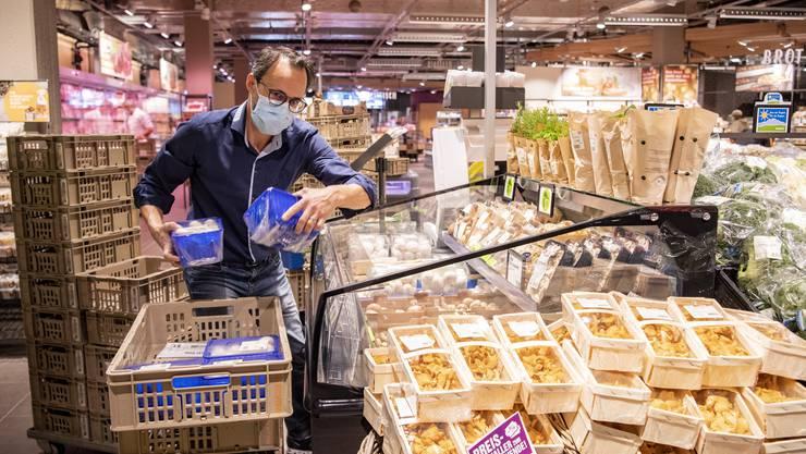 Ab Samstag gehört auch Graubünden zu den Kantonen, in denen in Läden eine Maskenpflicht gilt. (Symbolbild)