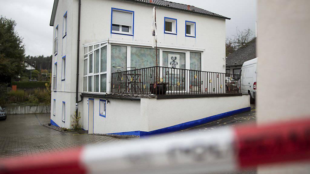 Hier wohnte der verurteilte «Reichsbürger»: Bei einem Polizeieinsatz wurden drei Personen verletzt, einer von ihnen tödlich. Ein Gericht verurteilte den Schützen nun wegen Mordes. (Archiv)