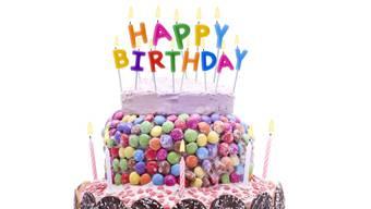 Wie kann man während der Pandemie seinen Geburtstag feiern? Mit Briefen, Paraden oder Besuchen aus sicherer Distanz.
