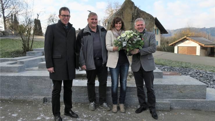 Rolf Buchser, Markus Gasser, Noëlle Basile und Daniel Dätwyler an der Übergabe des Steueramts Moosleerau-Reitnau-Attelwil ans Regiosteueramt Schöftland.
