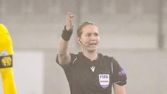Esther Staubli hier im Einsatz beim Challenge-League Spiel Schaffhausen - Grasshopper Club Zürich.