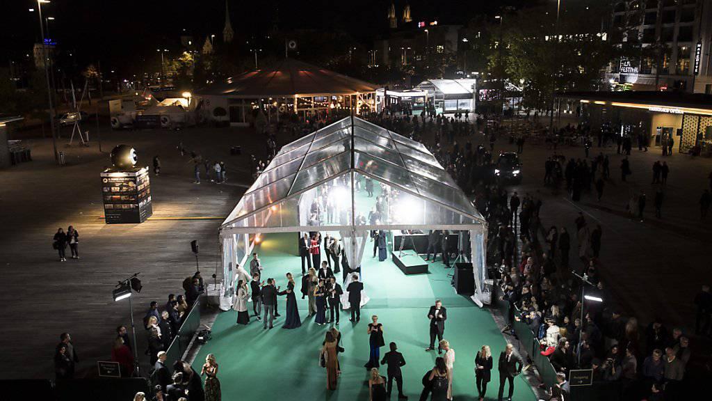 Am diesjährigen 14. Zurich Film Festival werden neben internationalen Promis wie der britischen Schauspielerin Judi Dench oder Hollywoodstars wie Johnny Depp und Donald Sutherland auch heimische Grössen über den Grünen Teppich schreiten, so Max Hubacher, Joel Basman oder Sabine Timoteo. (Archiv)