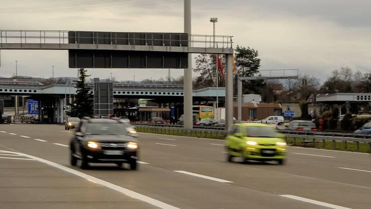 Schweizer Automobilisten veranstalten immer wieder Rennen ab dem Zollübergang Weil auf der Autobahn.