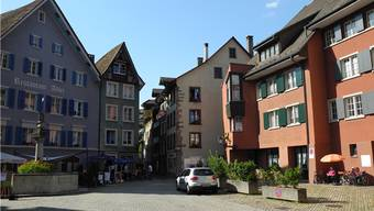 Laufenburg behält sein Grundbuchamt. Ob es weiterhin im Gebäude des ehemaligen Hotels Roter Löwe (rechts) ansässig ist, werden Gespräch zeigen.