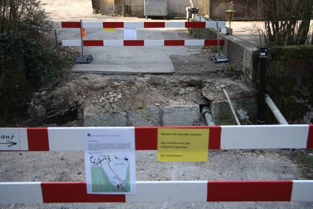 Die Einsturzstelle der alten Brücke ist gesichert.