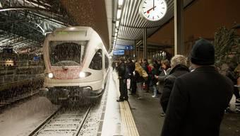 Massive Zugsverspätungen aufgrund des erneuten Schneefalls am 26. März 2013 (BIld: Bahnhof Lausanne)