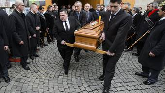 1500 Trauergäste nehmen in der Lausanner Kathedrale Abschied vom «Mozart der Gastronomie»: Der Sternekoch Benoît Violier nahm sich am 1. Februar das Leben.