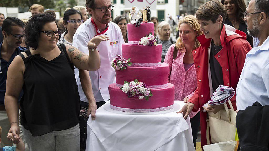 Hochzeitstorte der Operation Libero in der Kampagne für eine «Ehe für alle». (Archivbild)