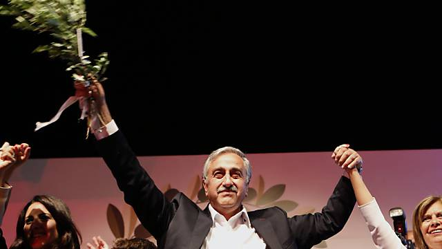 Wahlsieger Mustafa Akinci feiert in Nikosia