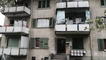 In traurigem Zustand: An der Dörflistrasse in Oerlikon bringt die AOZ Flüchtlinge unter – in überfüllten Wohnungen.