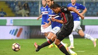 Milans  Carlos Bacca trifft zum 1:0-Sieg bei Sampdoria Genua