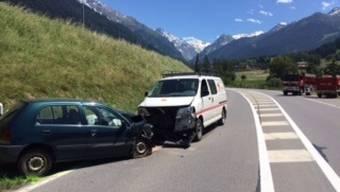 Bei einer Kollision mit einem anderen Fahrzeug verletzte sich eine Autofahrerin im Wallis tödlich.