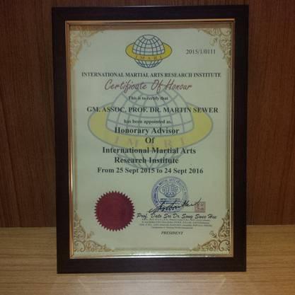 Grossmeister Martin Sewers Auszeichnung zum Honorary Adivsor (Ehrenberater) durch das International Martial Arts Research Institute Malaysia