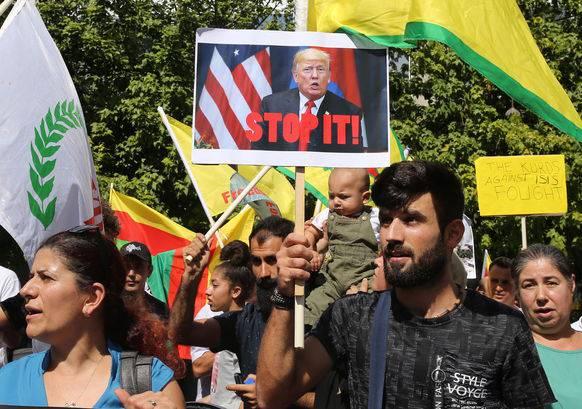 Kurden in Zypern demonstrieren gegen den Krieg in Nordsyrien.