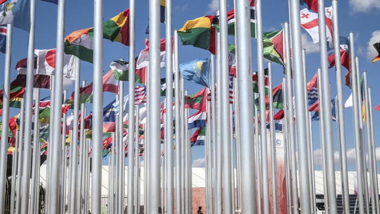 Fahnenmeer vor dem Tagungsort der UNO-Klimakonferenz in Marrakesch, wo am Mittwoch das jährliche Klima-Länderrating präsentiert wurde.