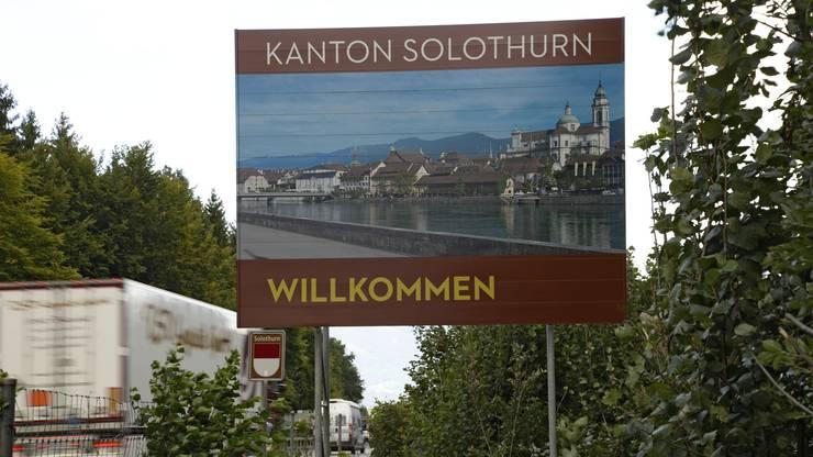 ... und in Recherswil (mit dem Sujet der Solothurner Altstadt) stehen touristische Willkommenstafeln.