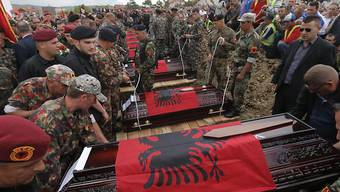 Tausende nahmen an der Beisetzung in der kosovarischen Hauptstadt Pristina teil