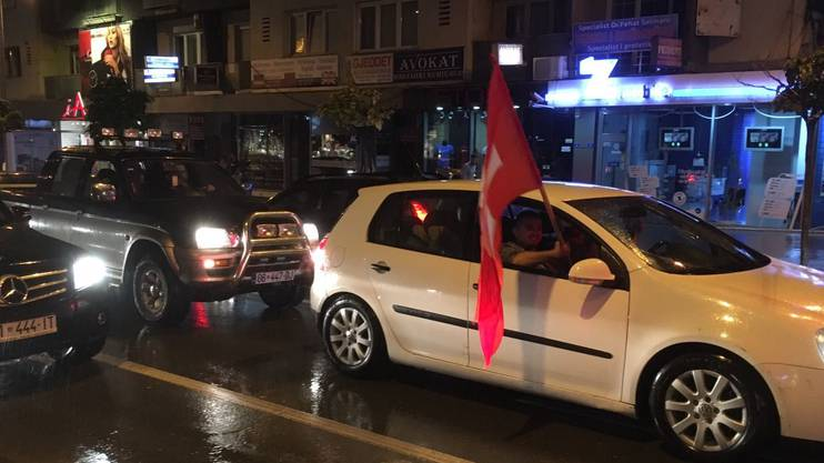 Autokorso in Gjilan, von wo Xherdan Shaqiri stammt.