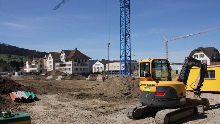 In den kommenden Wochen werden die Fundamente und die Tiefgarage erstellt, der Rohbau beginnt im Mai. rahel Plüss