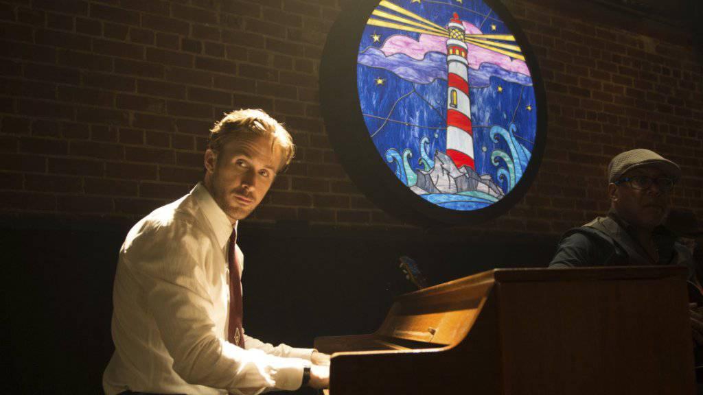 Ryan Gosling - hier in einer Szene des mehrfachen Golden-Globe-Anwärters «La La Land» - findet, seine kanadische Staatsbürgerschaft steigere seine Attraktivität. (Archivbild)