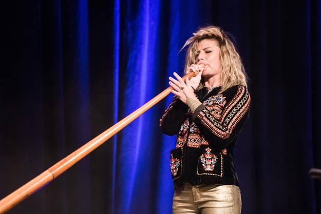 Über die Festtage war auch die Alphornistin Eliana Burki in Solothurn zu Besuch und bewies einmal mehr, dass es keinen Musikstil gibt den sie nicht auf dem Alphorn spielen könnte.