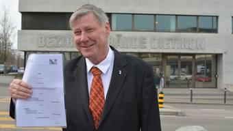 Jacqueline Fehr hat Adrian Leimgrübler zu unrecht wegen Urkundenfälschung fristlos entlassen. Jetzt hofft er im Mai auf Wiederwahl.