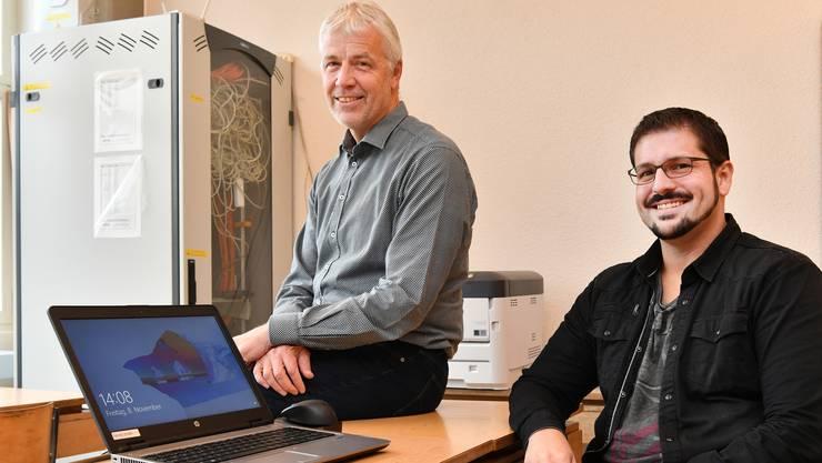 Heinrich Peterhans (links) und Peter Walther wollen, dass die Schüler auf die digitalisierte Welt vorbereitet sind.