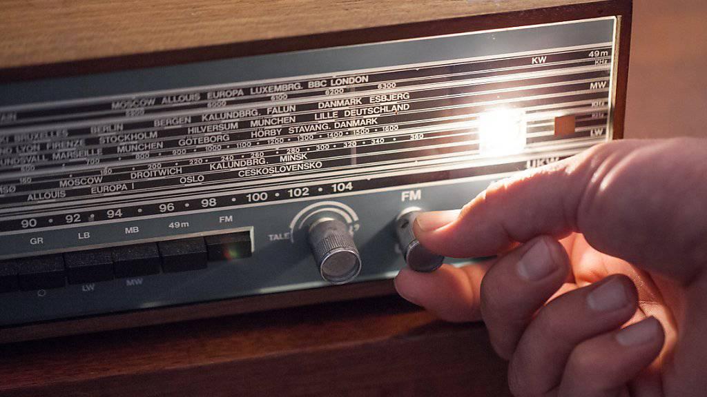 Die Umstellung von der anaolgen zur digitalen Radioverbreitung ist in Gang. Bis Ende 2024 soll sie abgeschlossen sein. (Symbolbild)