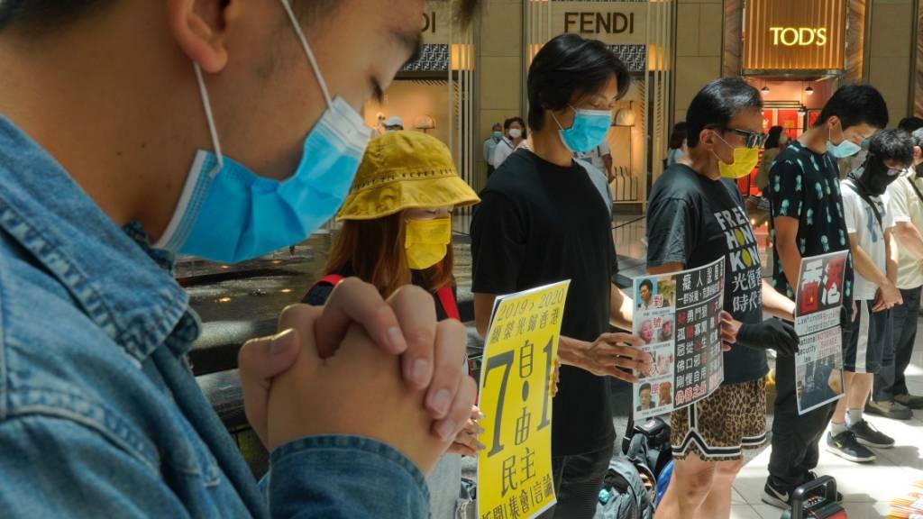Menschen in Hongkong protestieren gegen das neue chinesische Sicherheitsgesetz in Hongkong. (Foto: Vincent Yu/AP/KEYSTONE-SDA)
