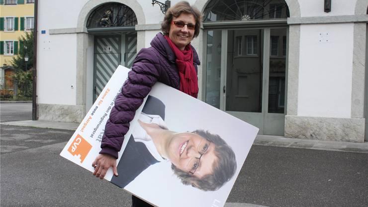 Heute Morgen hat Sabine Sutter-Suter ihre Wahlplakate eigenhändig eingesammelt.