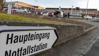 Ins Waffenholster gegriffen und Abzug gezogen: Ein berauschtes Paar hat im Kantonsspital Münsterlingen Polizisten angegriffen. (Archivbild)