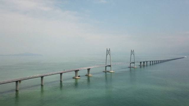 China eröffnet Brücke der Superlative
