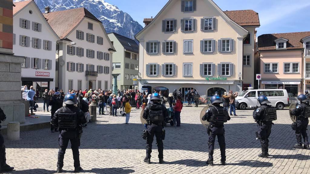 Die nicht-bewilligte Demonstration stellte die Polizei vor eine Herausforderung