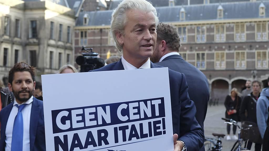 «Kein Cent nach Italien»: Der niederländische Oppositionspolitiker Geert Wilders beim Besuch des italienischen Premiers Giuseppe Conte bei seinem Amtskollegen Mark Rutte am Freitag in Den Haag.