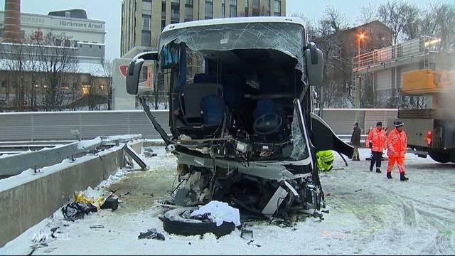 Tragödie in Zürich: Car-Unfall fordert eine Tote und über 40 Verletzte