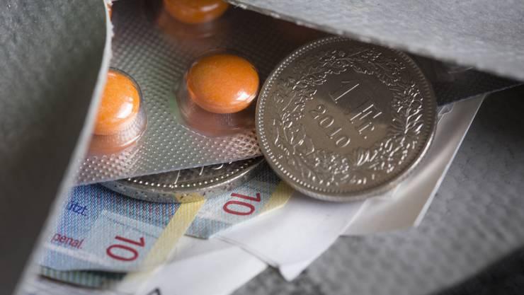 Die Krankenkassenprämie steigt in der Schweiz 2017 im Schnitt um 4,5 Prozent an (Symbolbild).