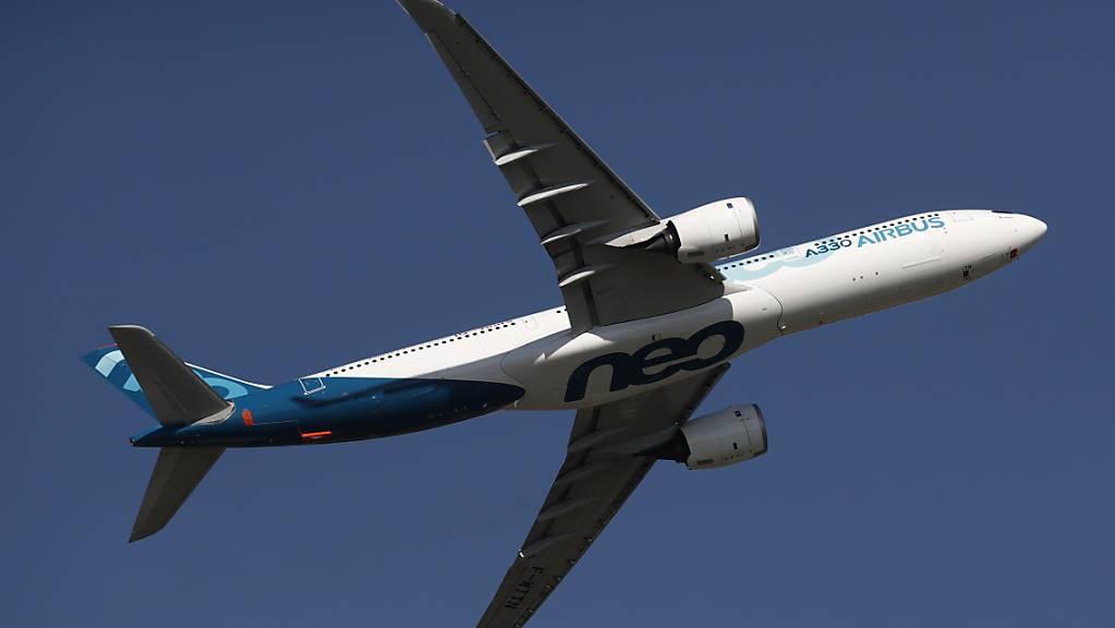 Die neue italienische Fluggesellschaft Ita will 28 Airbus-Flugzeuge kaufen, darunter zehn Maschinen vom Typ A330neo (Bild). (Archivbild)