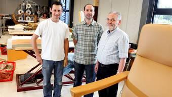 Teamarbeit in der Werkstatt (v.l.): Belmiro Marques (Mitarbeiter), Hanspeter Erlacher und Peter Erlacher. Felix Gerber