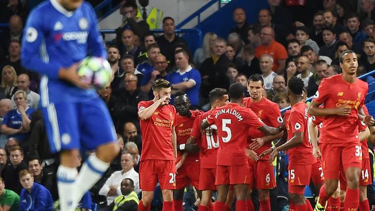 Die Liverpooler jubeln an der Stamford Bridge in London über den 2:1-Sieg gegen den FC Chelsea