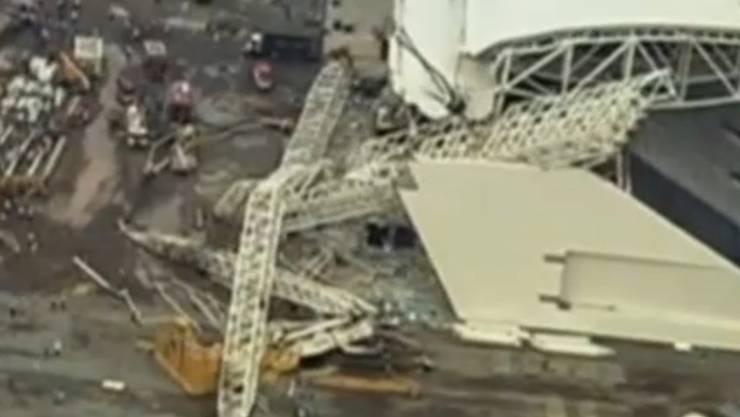 Das mehr als 400 Tonnen schwere Bauteil war wohl zu viel für den Kran.