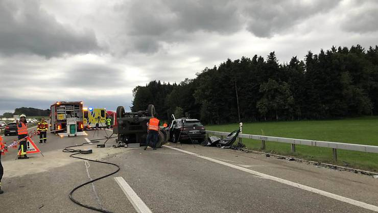 Bei einem schweren Verkehrsunfall zwischen Uzwil und Gossau SG sind zwei Frauen ums Leben gekommen.