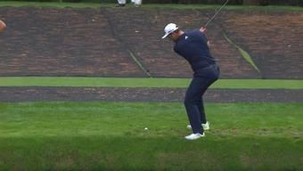 Dieser Golfschlag von dem spanischen Golfer Jon Rahm begeistert das Internet. Beim Training zum Masters Turnier in Augusta gelingt ihm ein fast unglaublicher Hole-in-One.