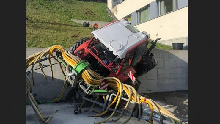 Ein Traktor ist in der Stadt Luzern beim Güllen verunfallt.