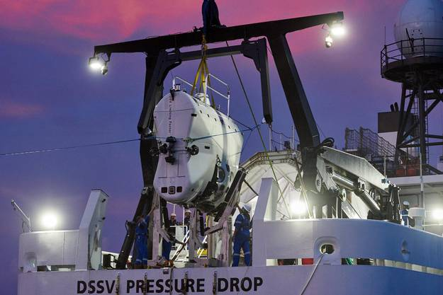 Victor Vescovos Schiff «DSSV Pressure Drop» mit dem Spezial-U-Boot «DSV Limiting Factor».