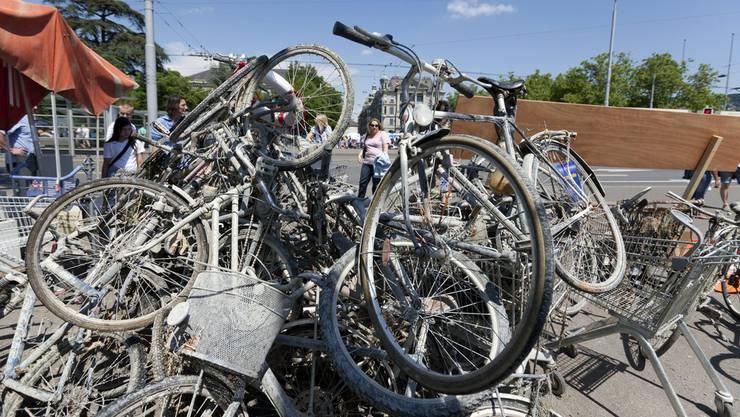 Dutzende Fahrräder wurden in Fahrwangen von Unbekannten abtransportiert (Symbolbild)